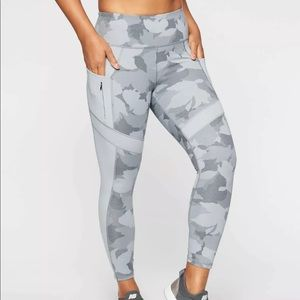 Athleta size small 7/8 all in tights grey camo